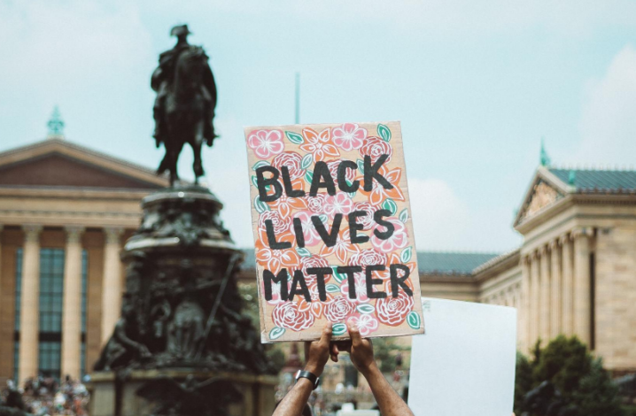 A photo of a sign with 'Blacks Lives Matter' on it